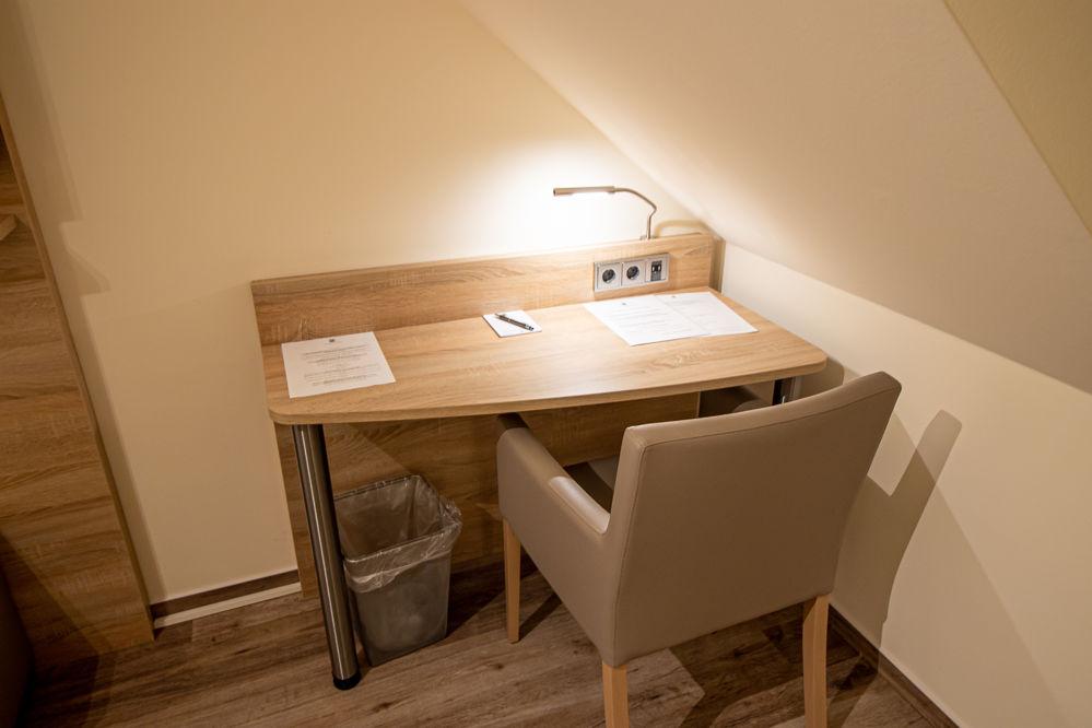 Einzelzimmer Komfort Schreibtisch