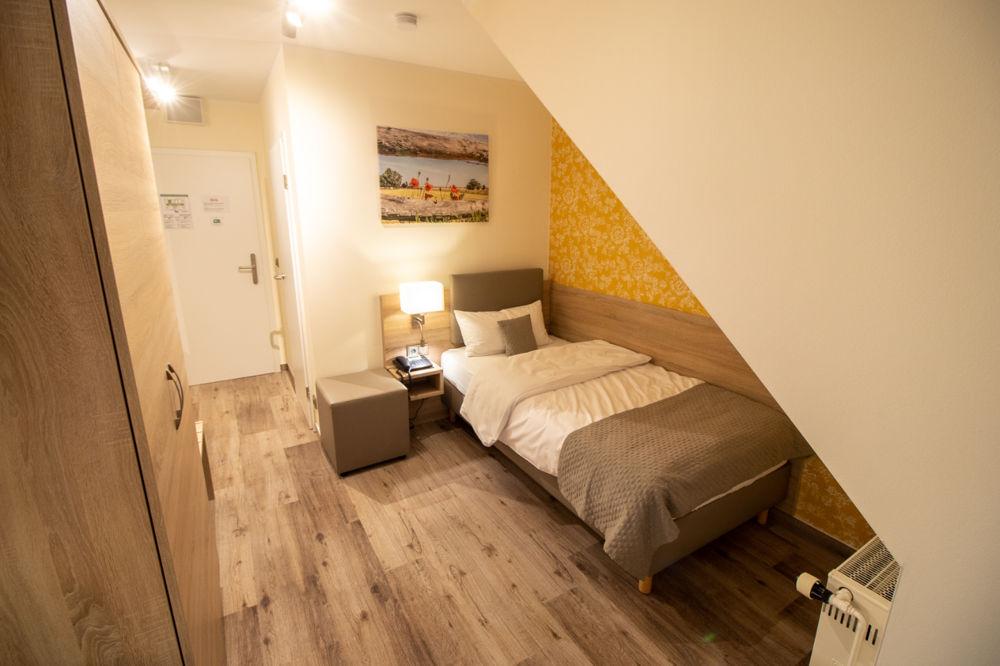 Einzelzimmer Standard Bett