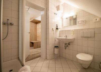 Familienzimmer Komfort Badezimmer